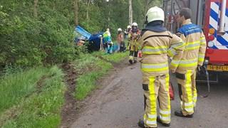 Twee inzittenden auto gewond