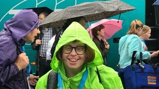 In de stromende regen op weg naar de Special Olympics