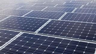 Het bouwen van een zonnepark op een dak blijkt nog niet zo eenvoudig