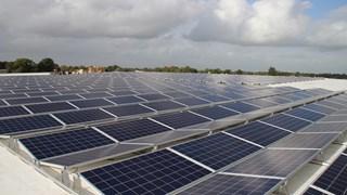 Zonnepark op het dak van bandengroothandel Heuver in Hardenberg