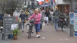 Controles op fietsers in winkelstraat Raalte