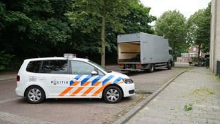 Vrachtwagen ramt viaduct in Deventer