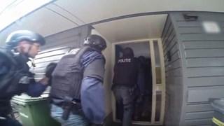 De politie viel een Enschedese woning binnen