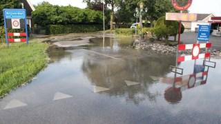Opnieuw straat onder water in Nijverdal