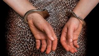 Vrouw aangehouden voor beledigen agenten