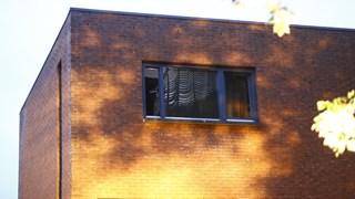 De bovenverdieping is zwartgeblakerd