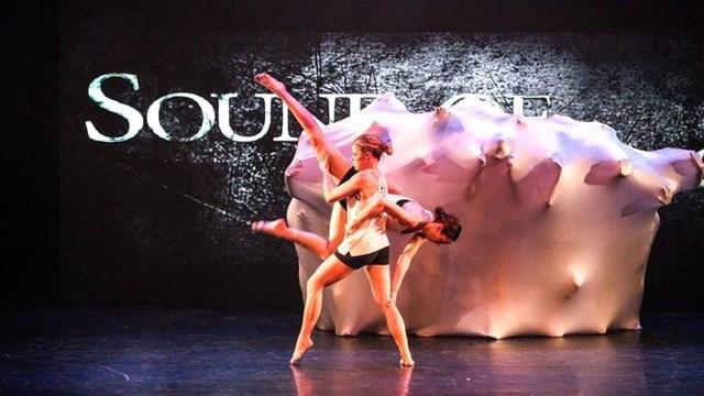 Een van de teams tijdens een optreden - fotograaf: Dancestudio Janien