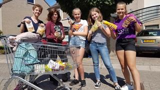 Leerlingen gaan in Zwolle langs de deuren voor de voedselbank