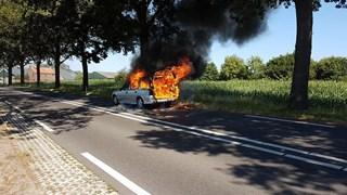 In Paasloo sloegen de vlammen uit de auto
