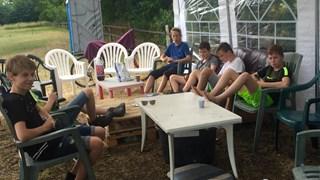 Kamperen op de boer met vrienden