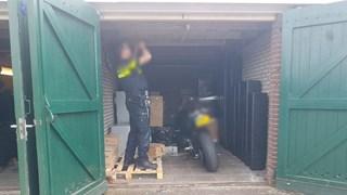 De lucht bleek uit twee garageboxen te komen