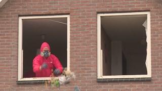 vrijwilligers hielpen bij de sloop van het huis
