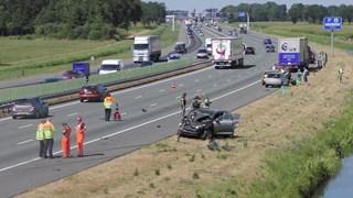 Drie gewonden na botsing tussen auto en vrachtwagen op A28