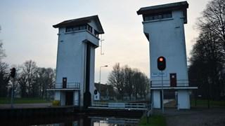 De sluis in het Twentekanaal bij Delden