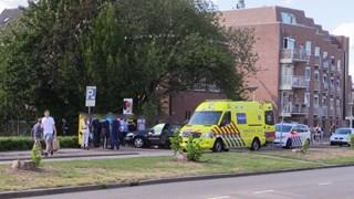 De scooterrijder is met onbekende verwondingen naar het ziekenhuis gebracht