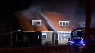 Veel rook bij de brand aan de Van Roijensweg in Bergentheim