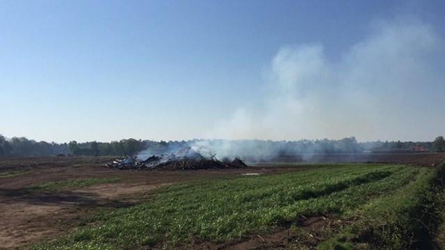 Onbekenden hebben het paasvuur in Deldenerbroek vannacht aangestoken - fotograaf: RTV Oost/ Emiel Houben