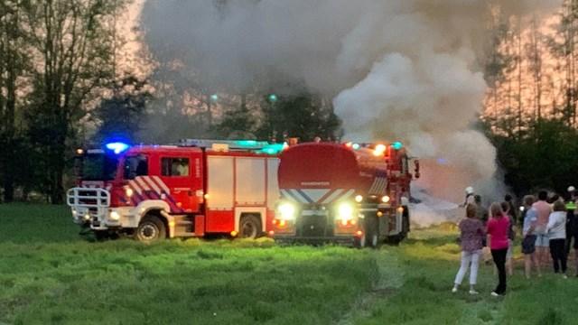 Een illegaal paasvuur in Nijverdal - fotograaf: News United / Bert Kamp