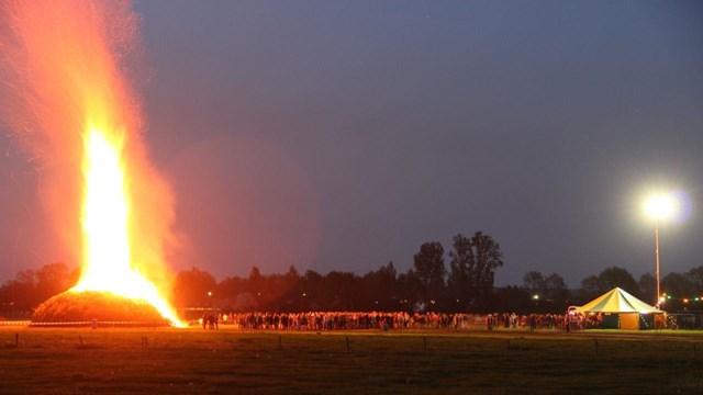 De fik erin! Een overzicht van (illegale) paasvuren in Overijssel - fotograaf: news united / jan willem klein horstman