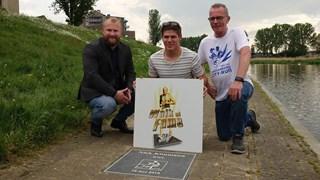 Walk of Fame-tegel voor BMX-er Niek Kimmann in Hardenberg