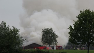 Asbest vrijgekomen bij grote schuurbrand in het Gelderse Laren