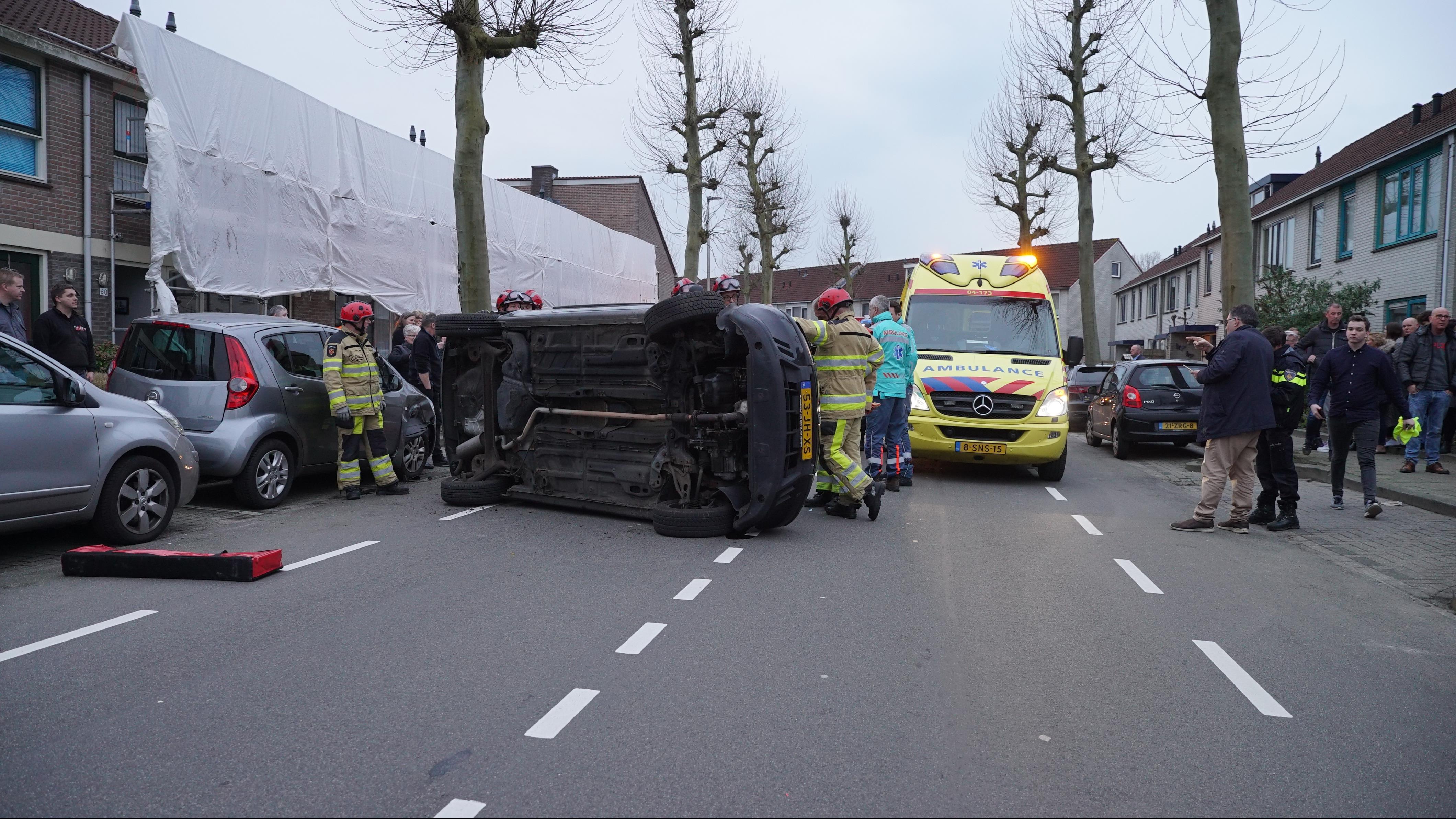Beschonken automobilist veroorzaakt bizar ongeval in Deventer.