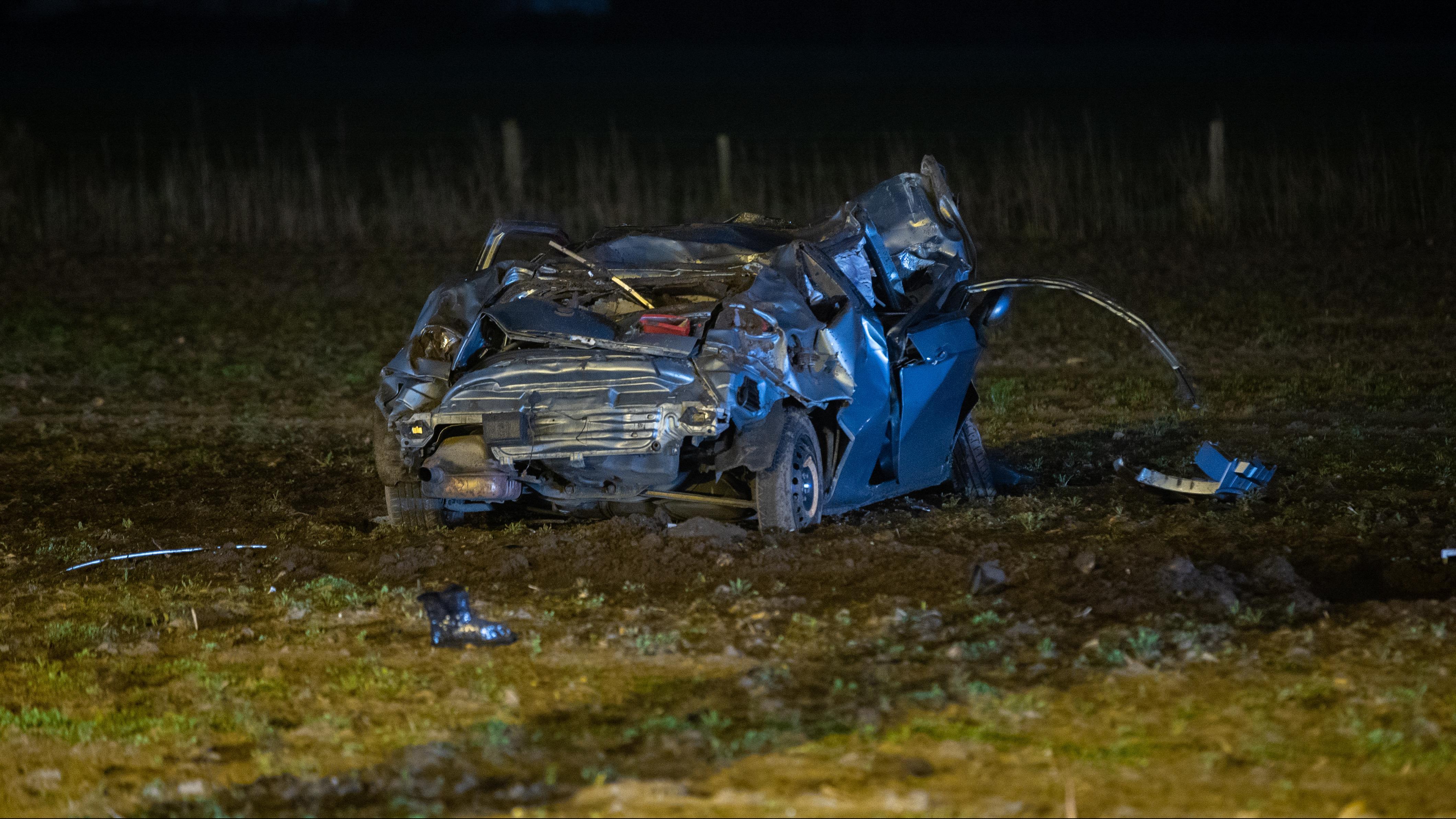 Zwaar ongeval na politieachtervolging bij Deventer: zoekactie naar andere passagiers.
