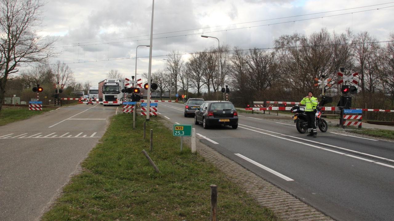 Geen treinverkeer tussen Raalte en Nijverdal door aanrijding, N35 weer vrij.