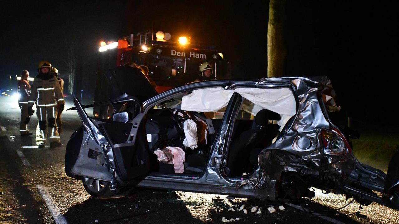Automobilist gewond bij zwaar eenzijdig ongeluk in Daarle.
