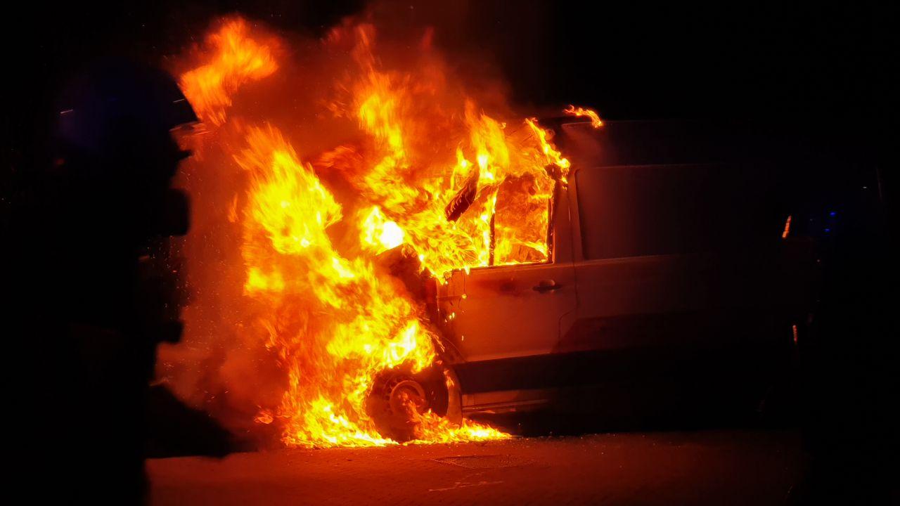 Auto's gaan in vlammen op in Enschede en Hengelo