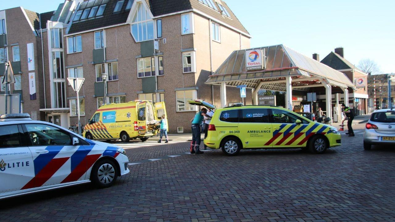 Vrouw met hond aangereden door scooter in Zwolle.