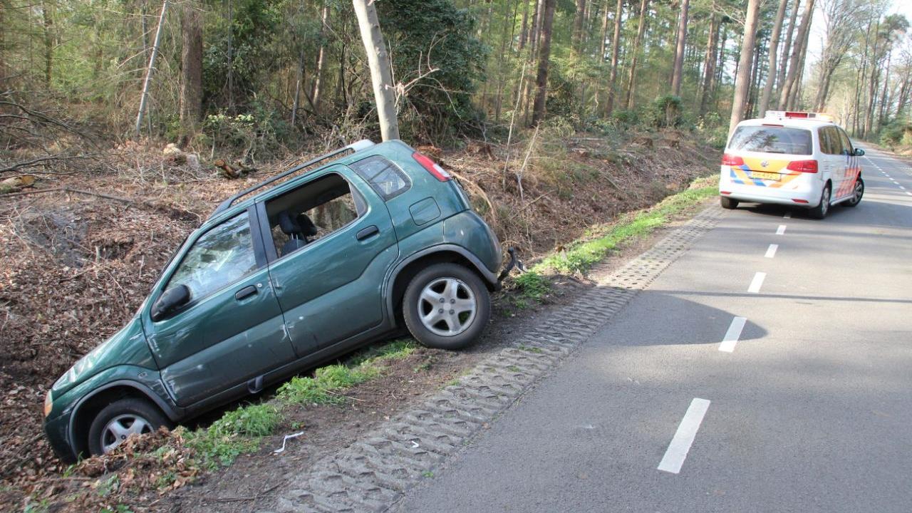 Automobilist heeft engeltje op schouder bij eenzijdig ongeluk in Lettele.