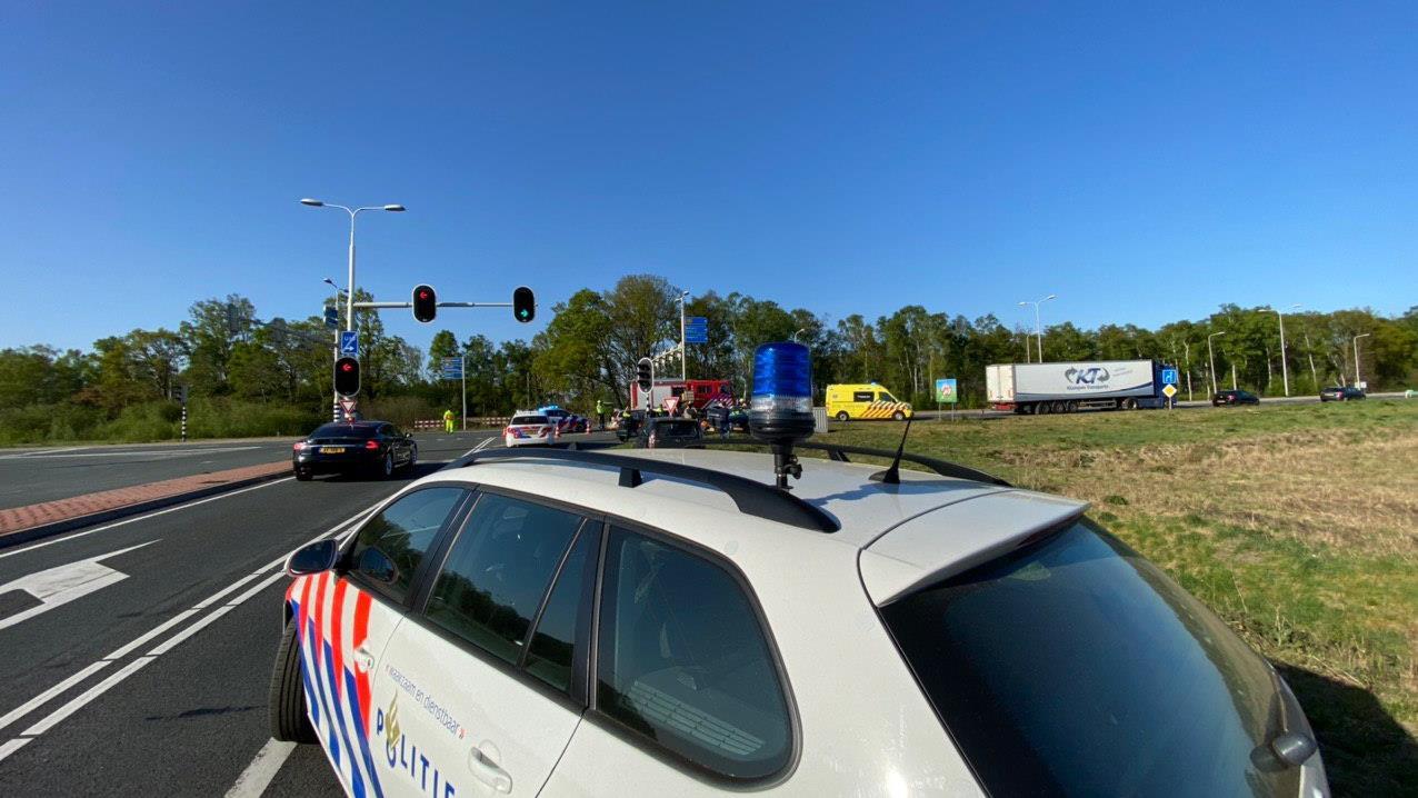Twee gewonden bij ongeluk N35 bij Nijverdal, weg is weer vrij.