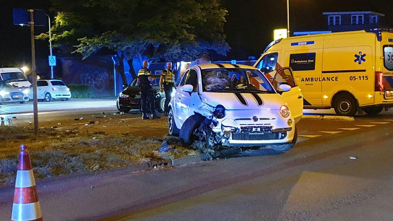 Autos total loss bij aanrijding in Enschede.