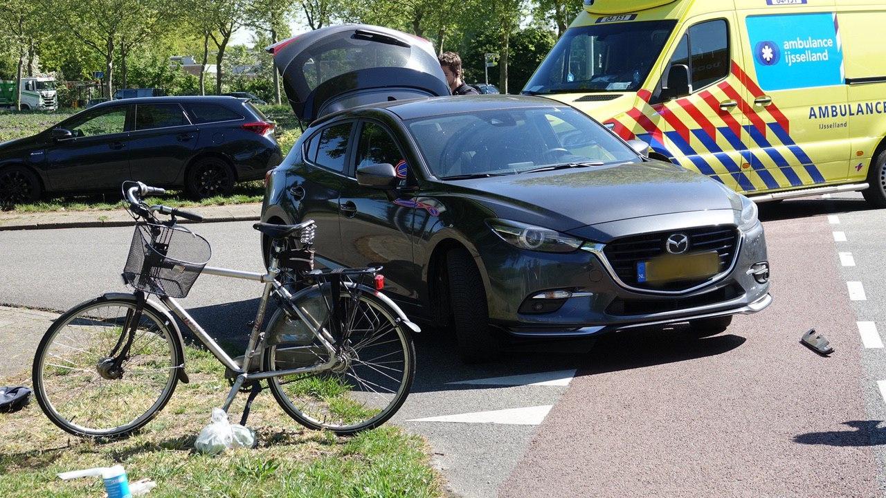 Aangereden fietser in Hardenberg met spoed naar ziekenhuis gebracht.