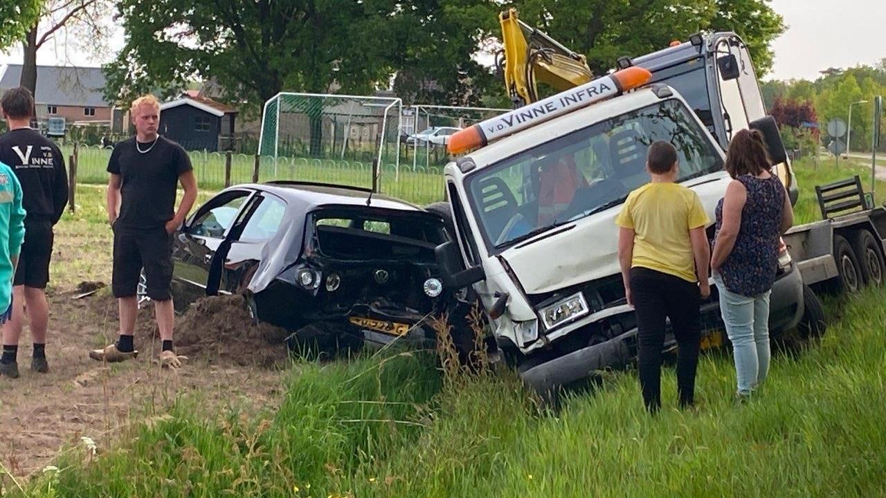 Twee gewonden bij aanrijding bij Mariënberg.