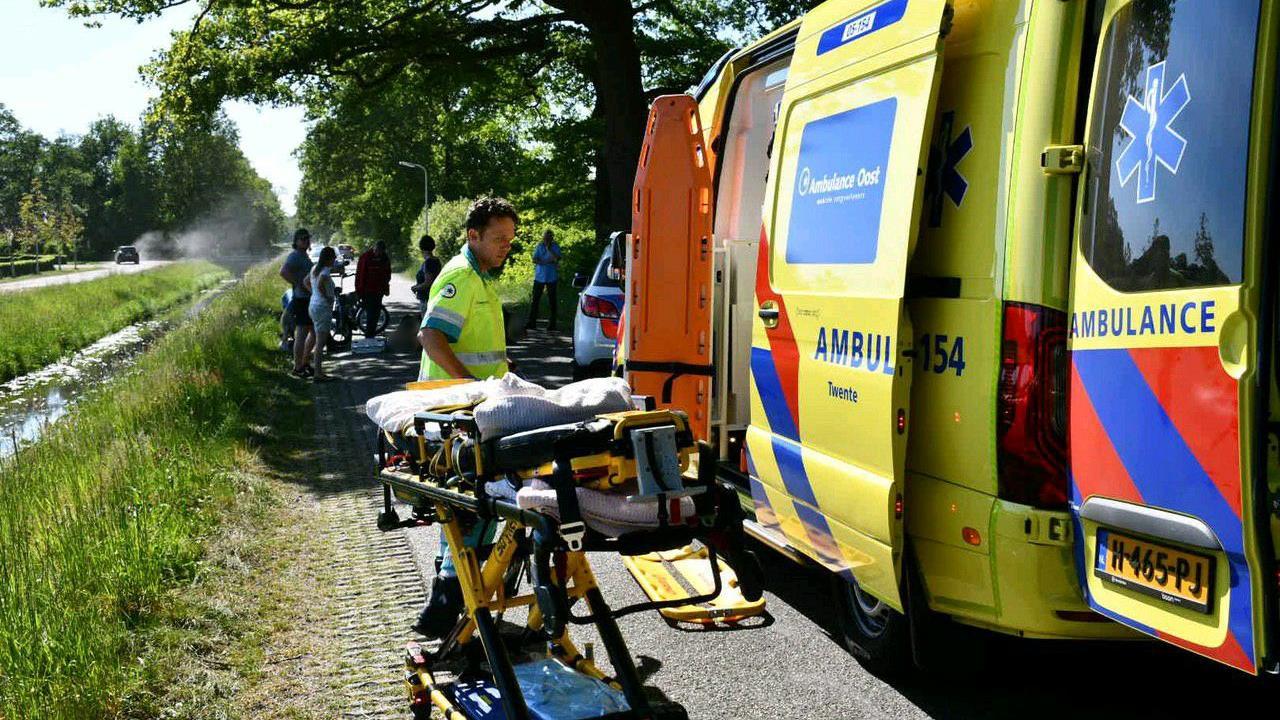 Brommerrijders naar ziekenhuis na ongeval in Den Ham.
