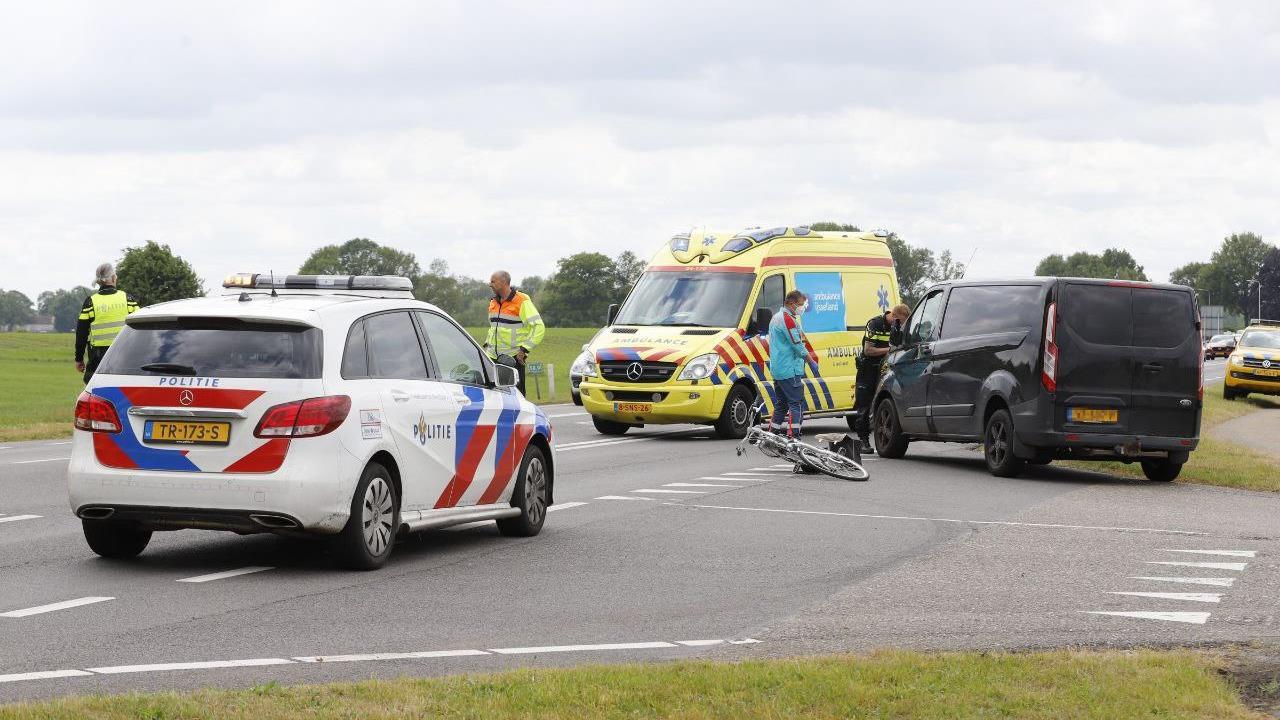 Fietser gewond bij ongeluk op N348 bij Broekland.