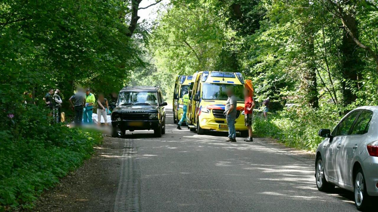 Twee personen gewond bij aanrijding in Enschede.