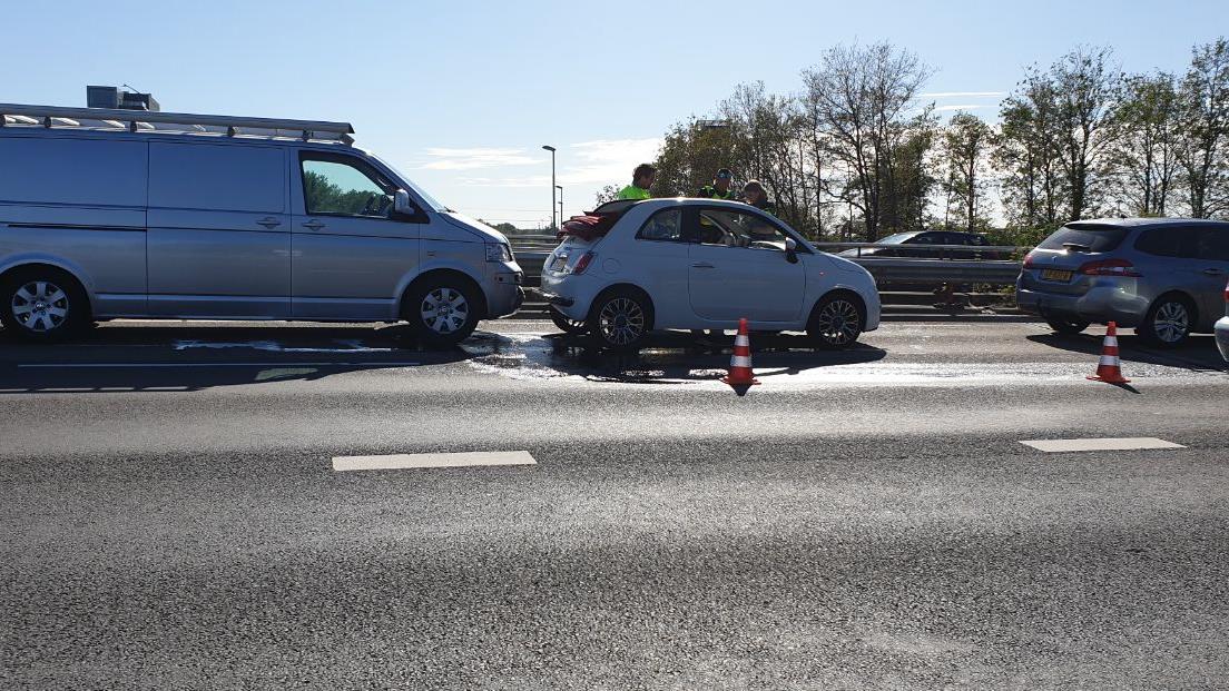 Ongeluk met drie autos in Hengelo, één persoon naar het ziekenhuis.