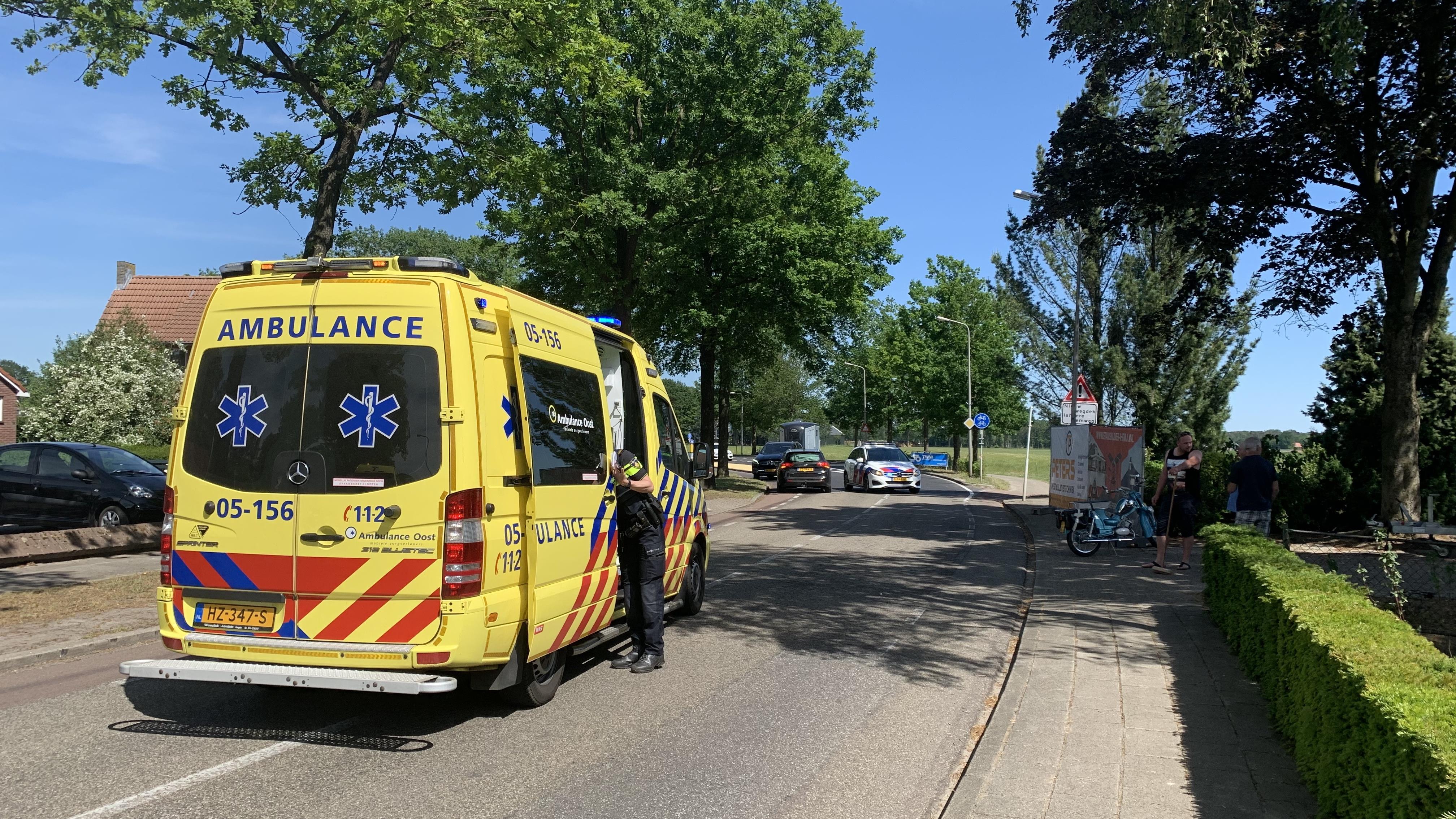 Brommerrijder raakt gewond bij ongeval in Bornerbroek.