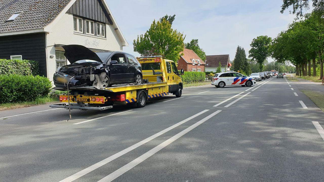 Twee gewonden bij aanrijding in Usselo.