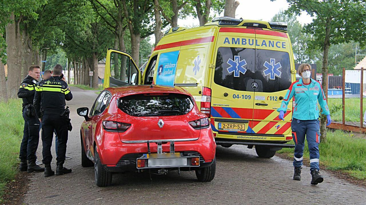 Meisje op een fiets aangereden door auto in Sint Jansklooster en raakt gewond.