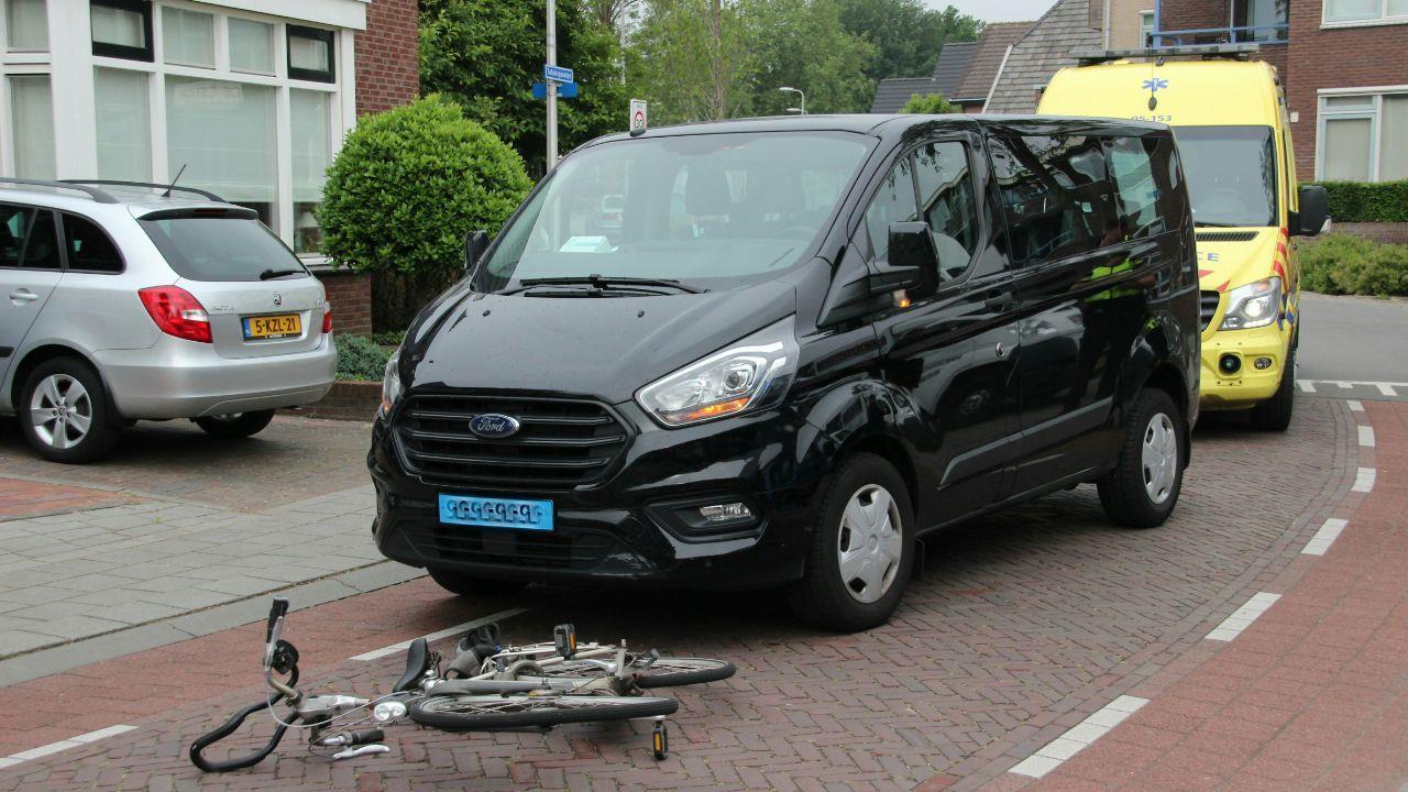 Fietser naar ziekenhuis na ongeval in Rijssen.
