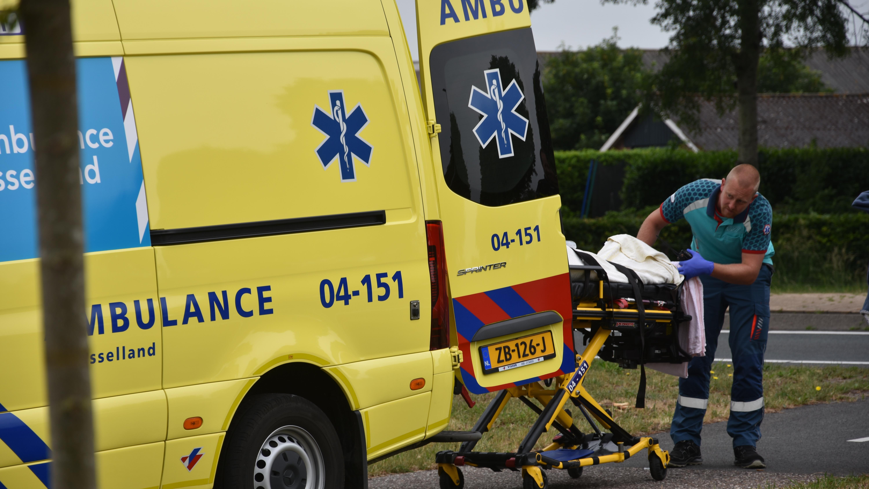 Bejaarde wielrenner gewond bij botsing met vrachtwagen in Collendoorn.