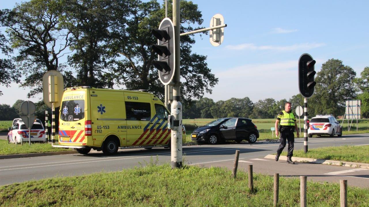 File in Wierden door kop-staartbotsing, bestuurder gewond.