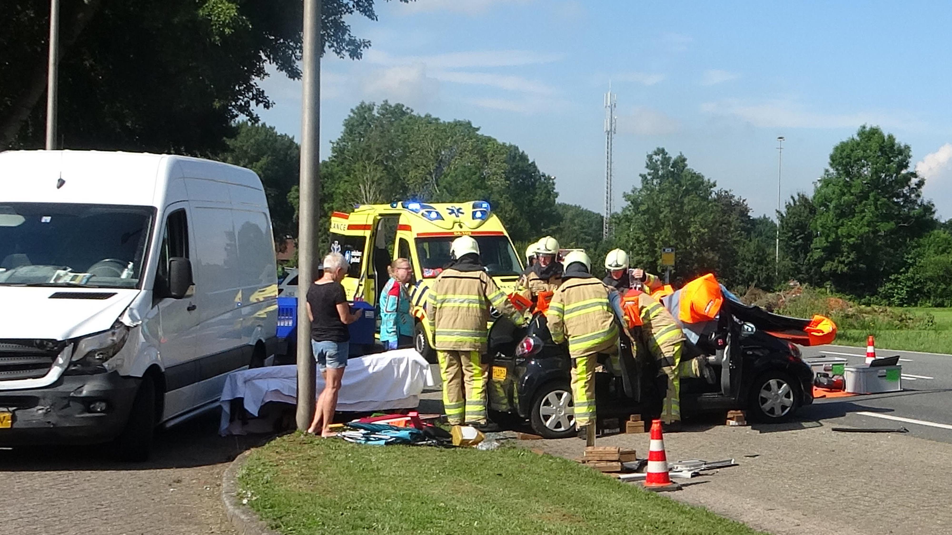 Man bekneld in auto na ongeval bij Zwartsluis.