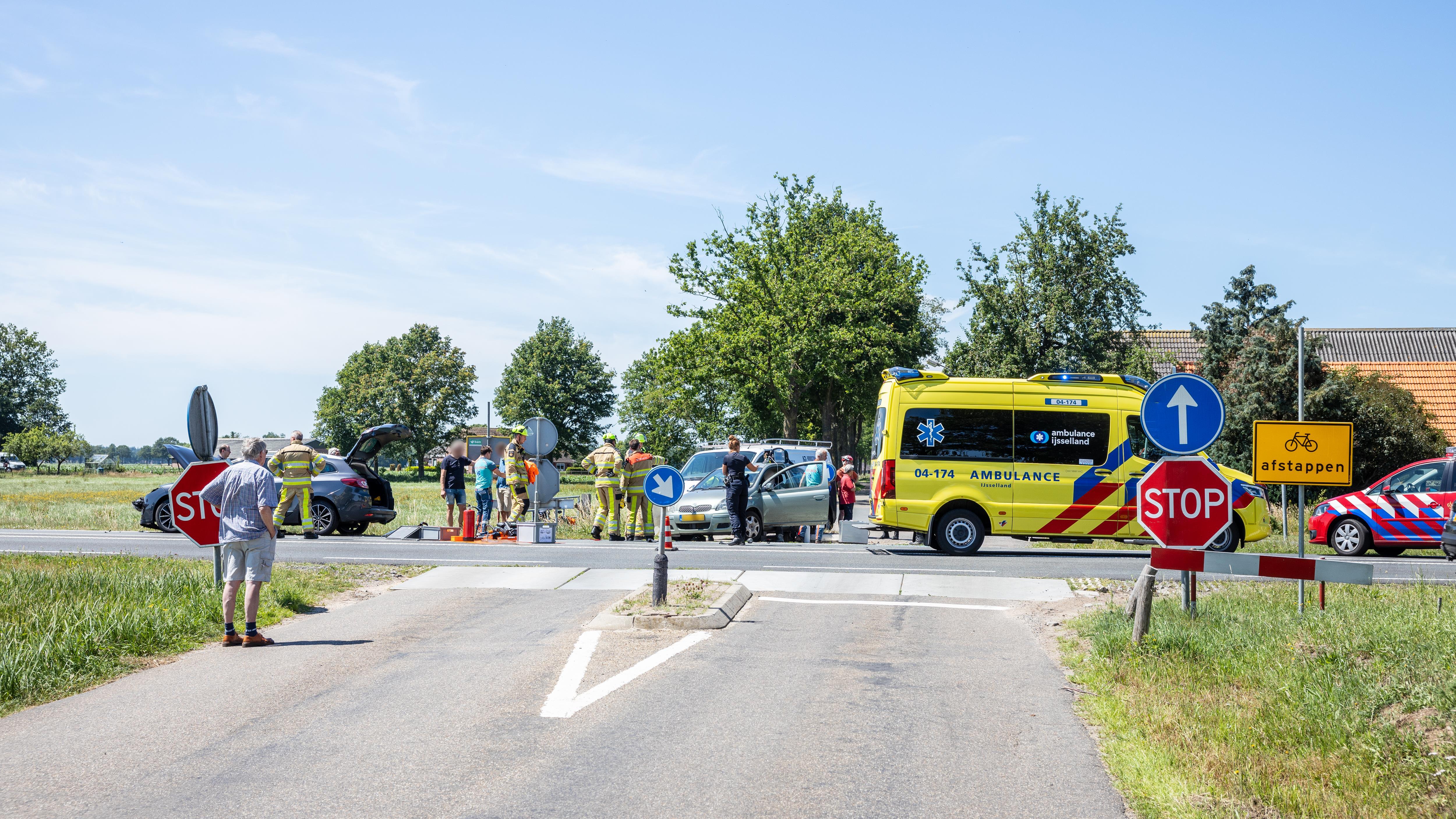 Drie gewonden bij ongeluk op oversteek N348 bij Dalmsholte.