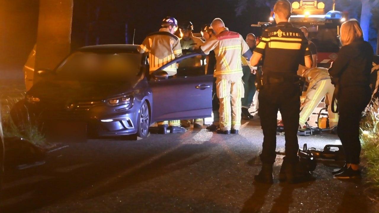 Inzittende naar het ziekenhuis na ongeluk in buitengebied Enschede.