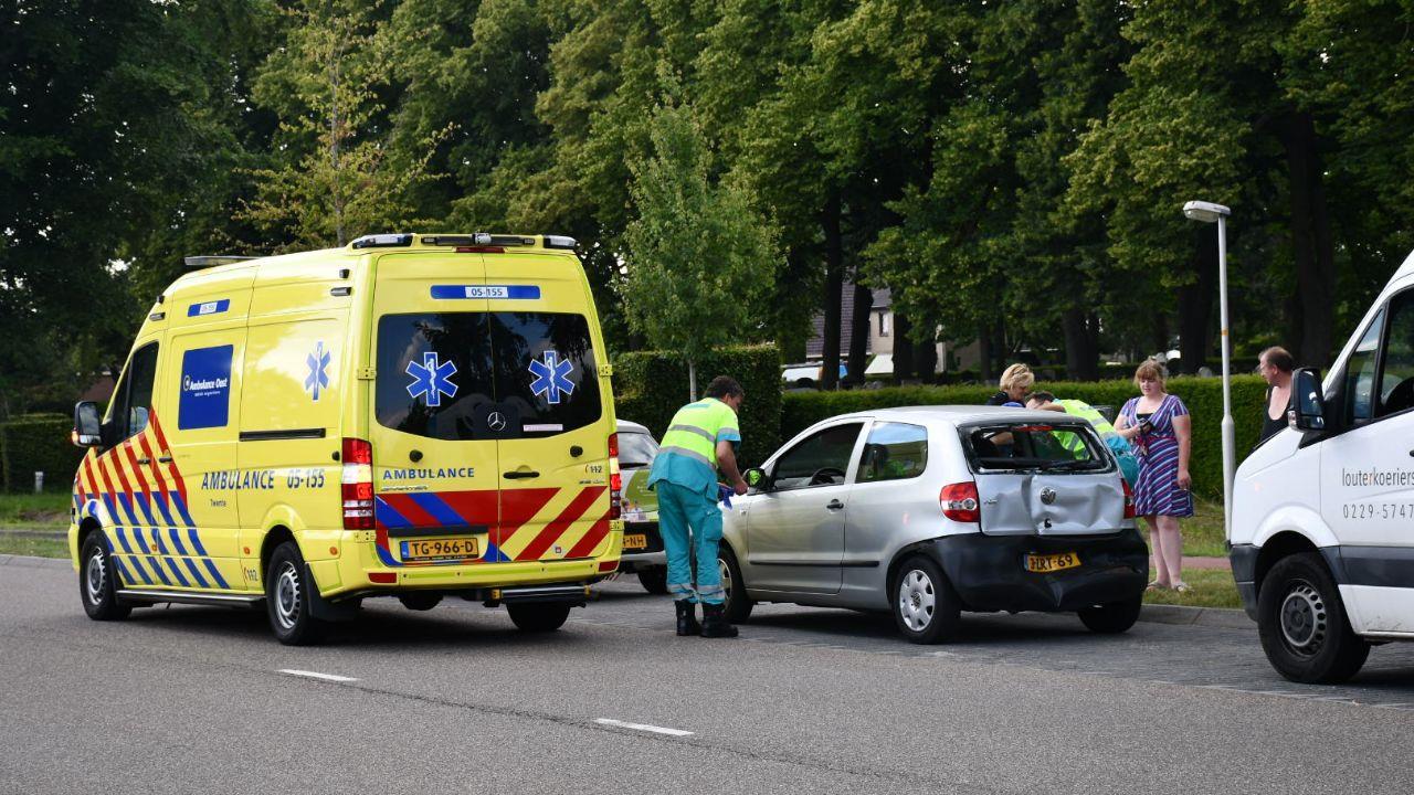 Twee personen gewond bij kop-staartbotsing in Den Ham.